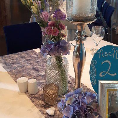 Kerzenständer_mit_Aufsatz_und_Glasgefäßen_Zehenstadl_Leipheim