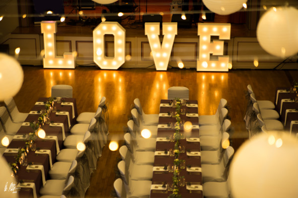 LOVE_Buchstaben_beleuchtet_groß_100cm_für_Hochzeit