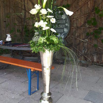 Vase_für_freie_Trauung_1_Meter_mit_Blumenschmuck